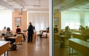 Senior year students return to Yuzhno-Sakhalinsk schools